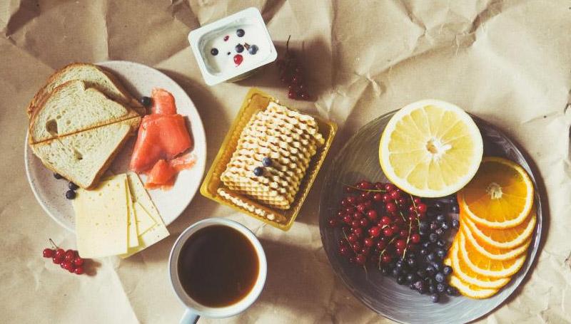 ขนม ท่าทาง ทานอาหาร